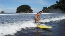 riding wave panama surf school